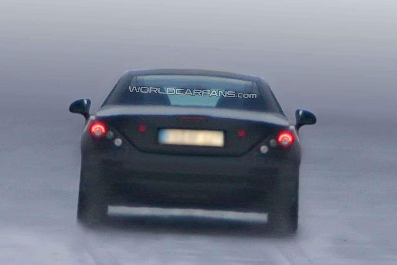 Zamaskowany Mercedes SLK 2012