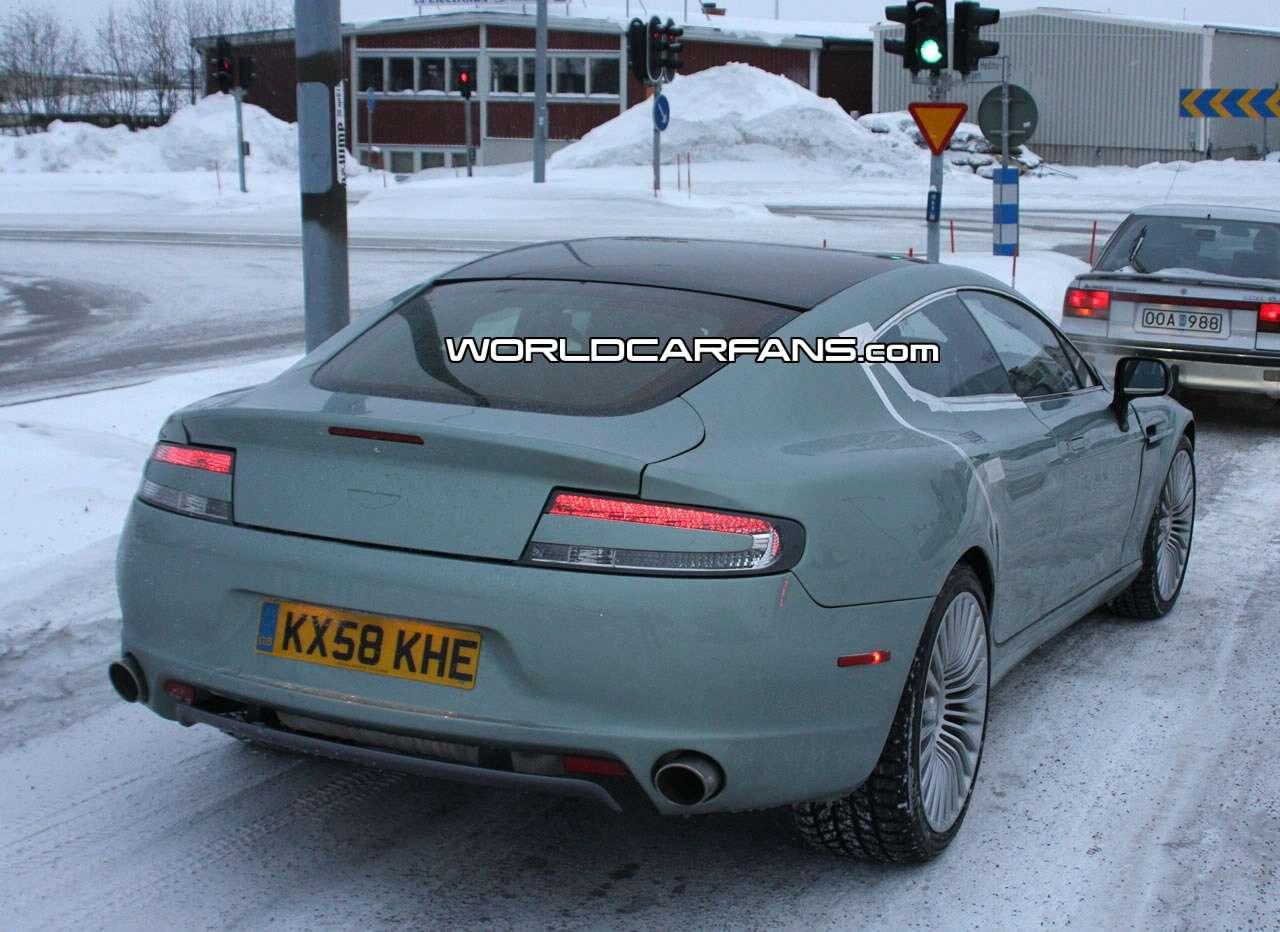 Niezamaskowany Aston Martin Rapide