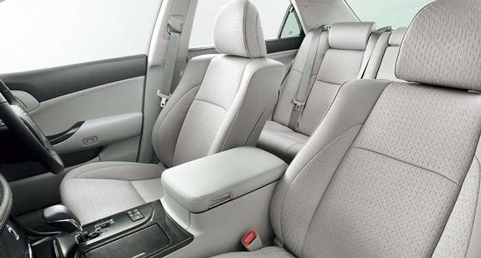 Toyota Crown Hybrid SE