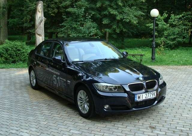 BMW 320xD i Lexus IS 220d.