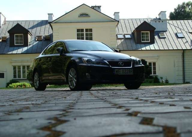 Test Lexus IS 220d vs BMW 320xD 2009