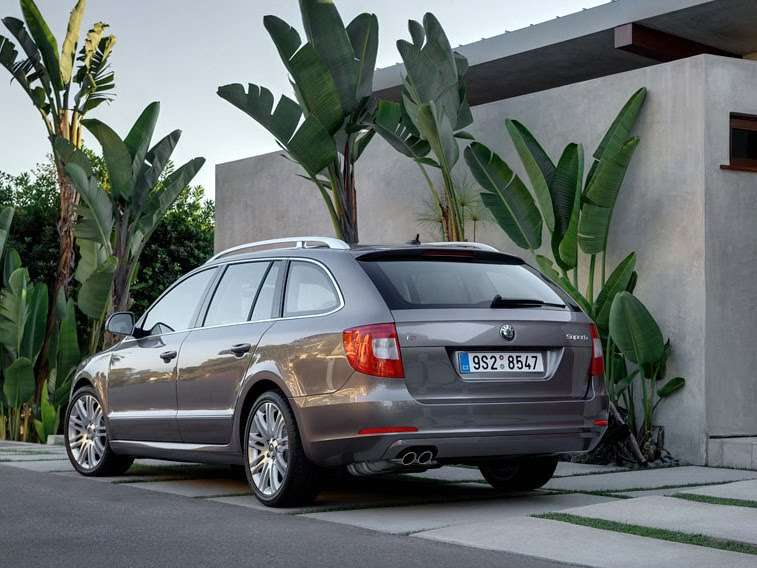 Skoda Superb Kombi full gallery 2010