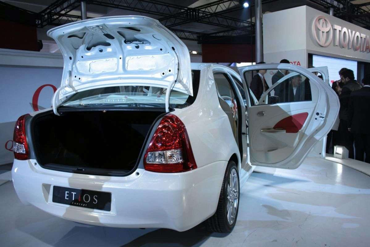 New Delhi 2010 Toyota Etios oficjalnie 2010