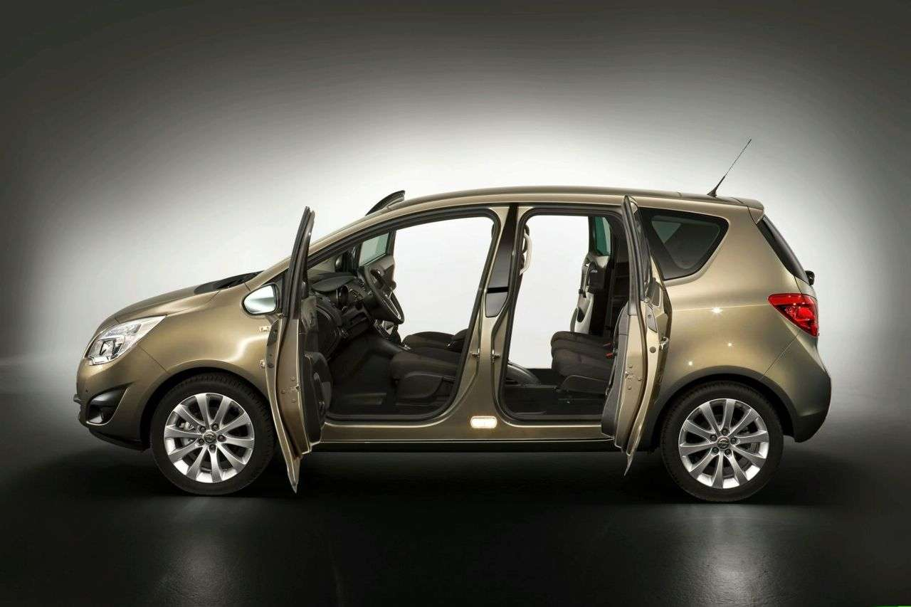 Opel Meriva new photo srodek 2010