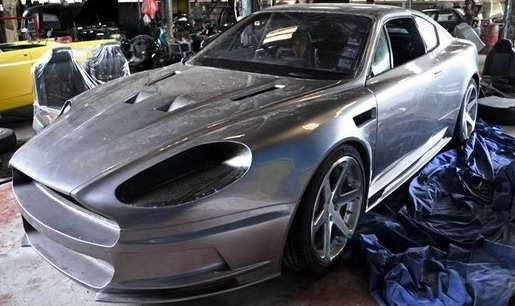 Calibra przerobiona na Astona Martina DB9 2010