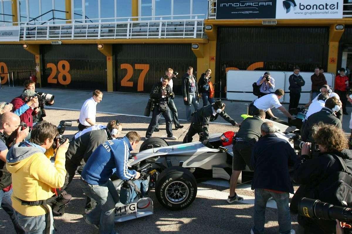 Mercedes GP W01 fot 2010