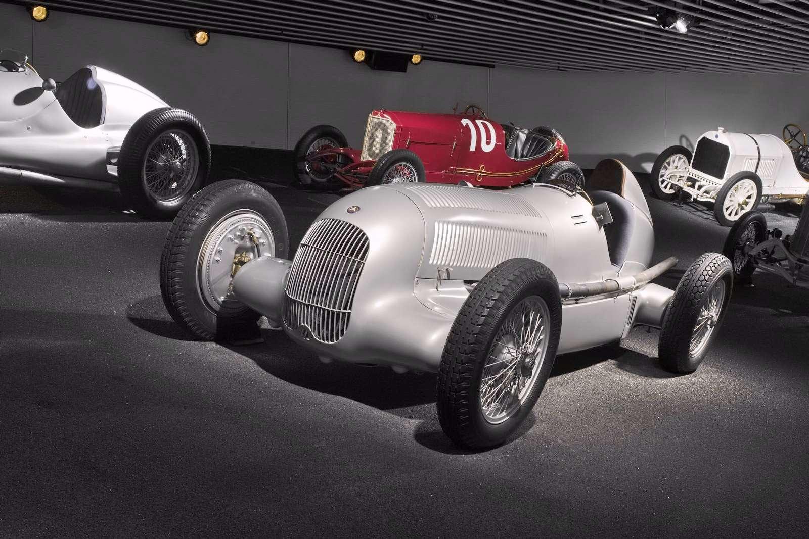 Mercedes-Benz Muzeum 2010 fot