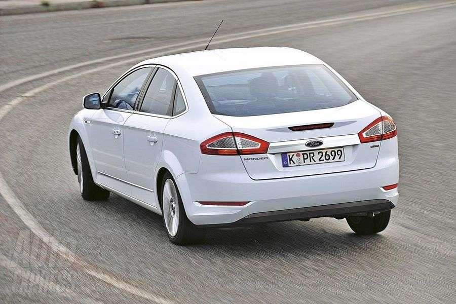 Ford Mondeo Autoexpress 2010 luty