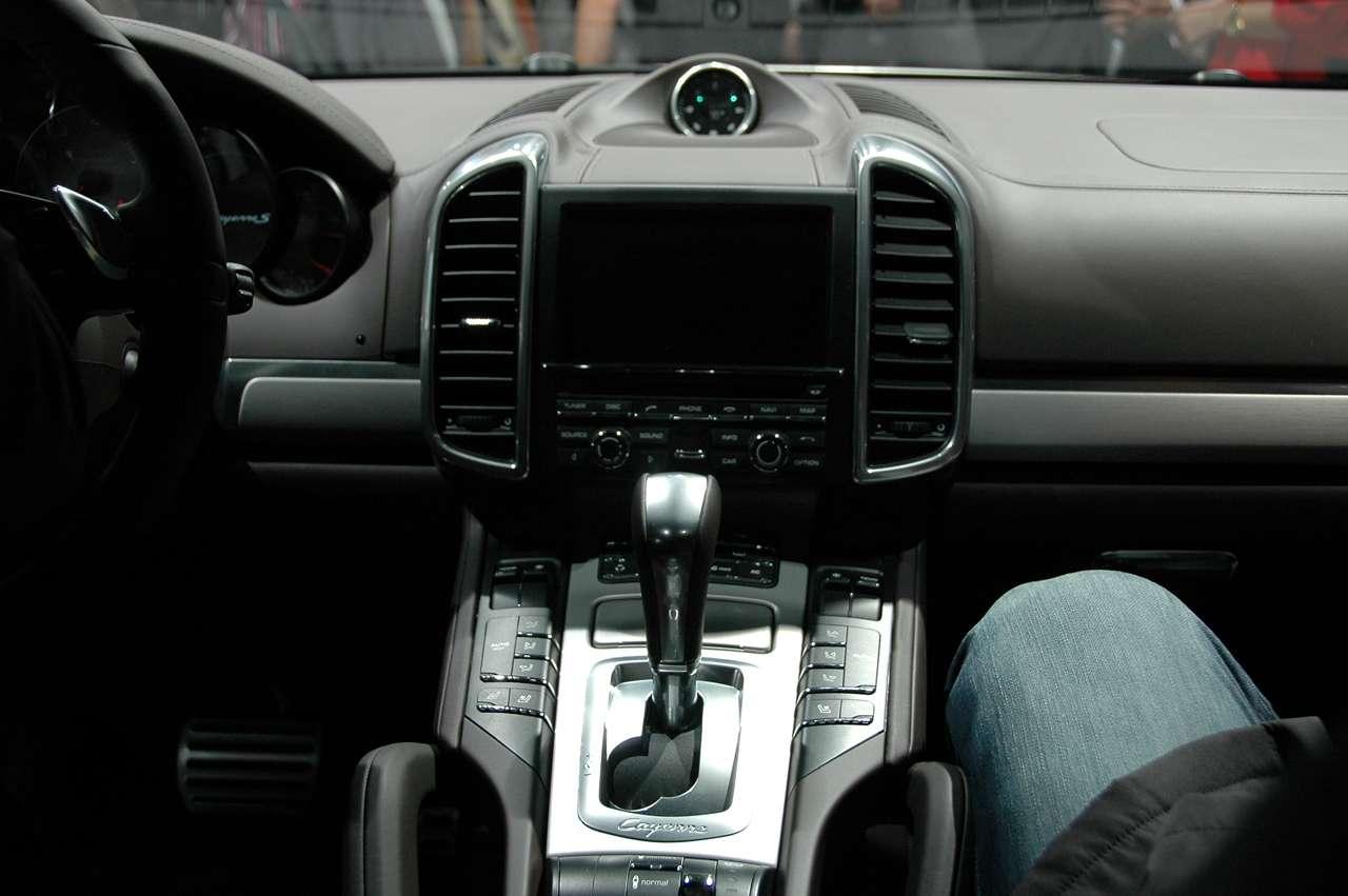 Porsche Cayenne 2011 Genewa 2010