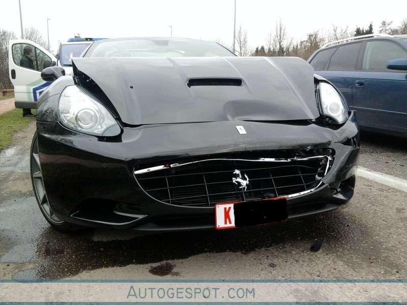 Ferrari California marzec 2010 crash