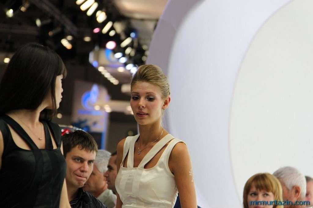 Dziewczyny na targach Moskwa sierpien 2010