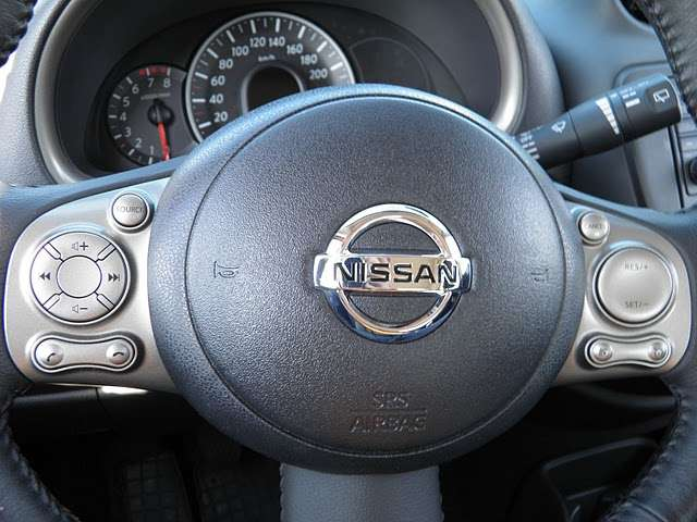 Nissan Micra in the city pazdziernik 2010