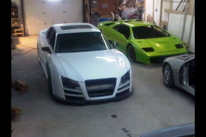 Audi R8 based on A8 limo grudzien 2010