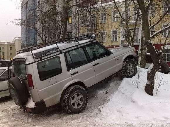 Desperackie parkowanie Land Rover styczen 2011