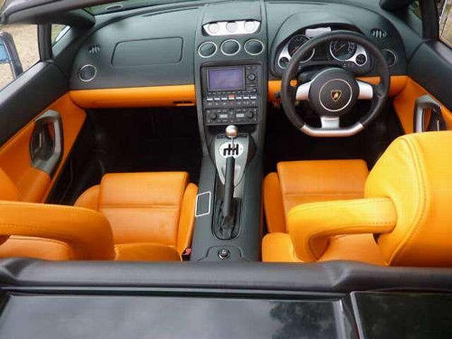 Auta prezenterow top gear na sprzedaz luty 2011