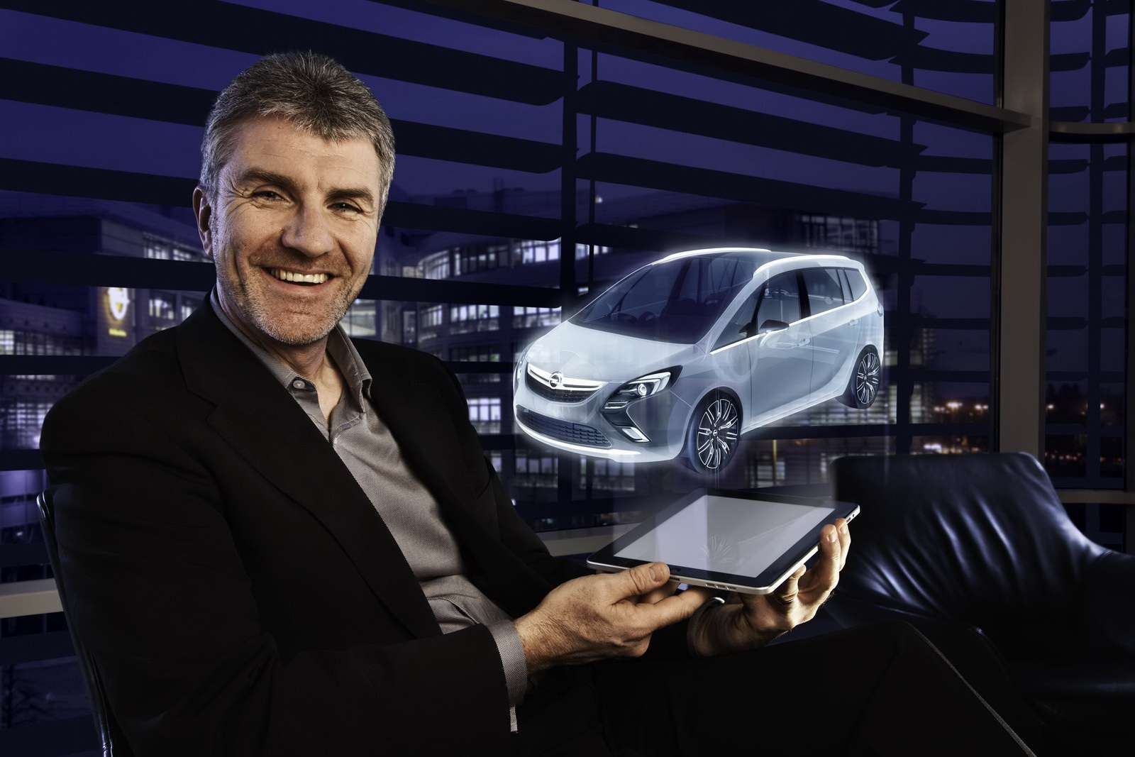 Opel Zafira carscoop luty 2011