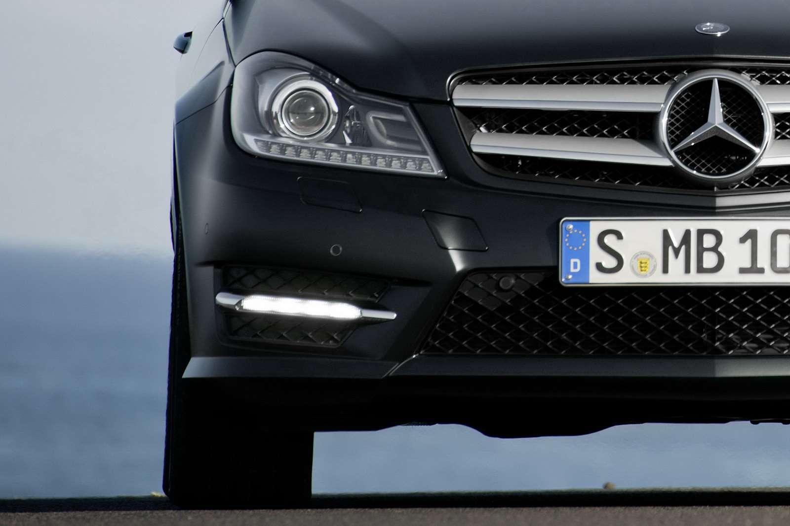 Mercedes C-coupe oficjalnie fot luty 2011