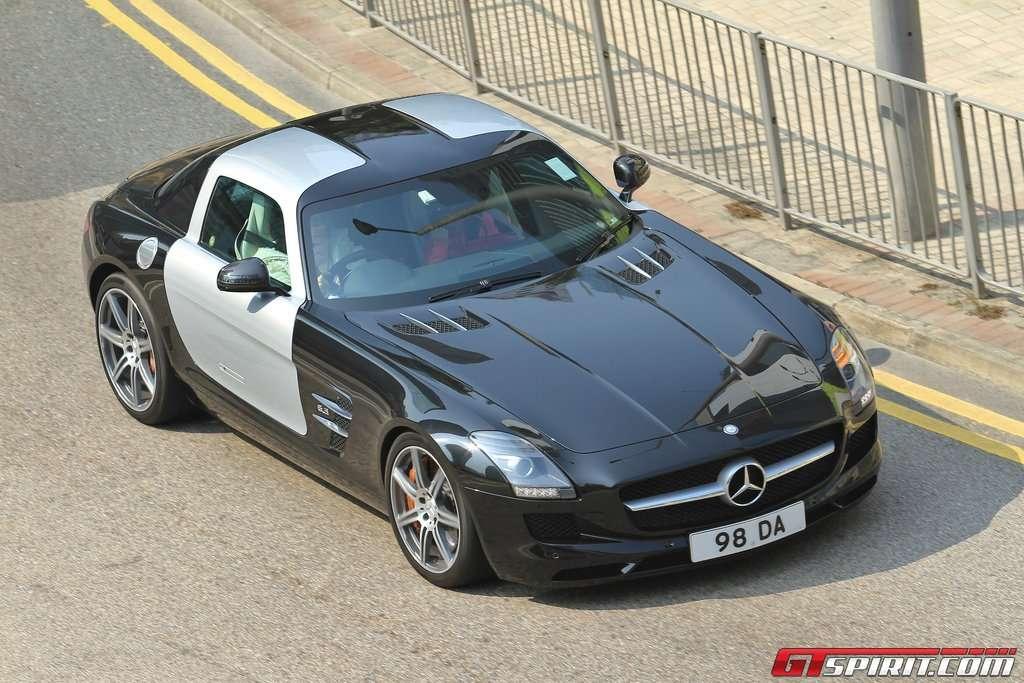 Mercedes-Benz SLS AMG dwukolorowy styczen 2011