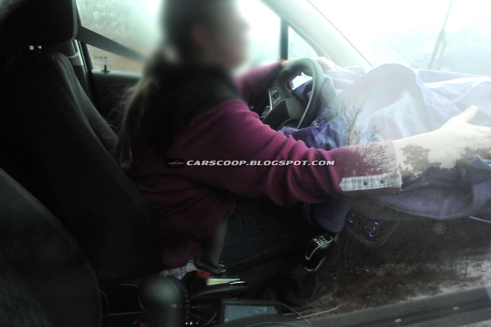 SUV od Opla napotkany na drodze carscoop luty 2011