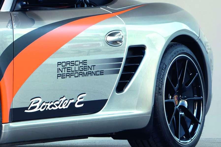 Porsche Boxster E first fot luty 2011