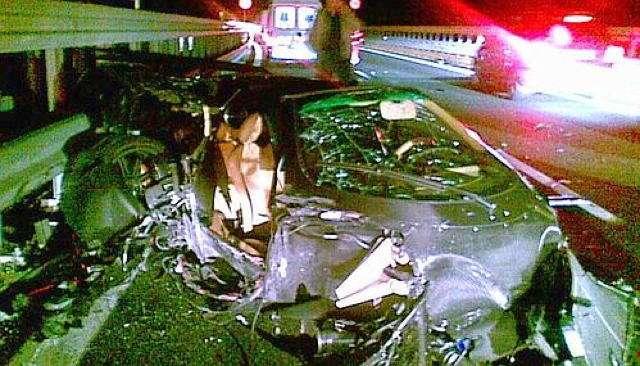 incidente a10 320 km distrugge auto illeso