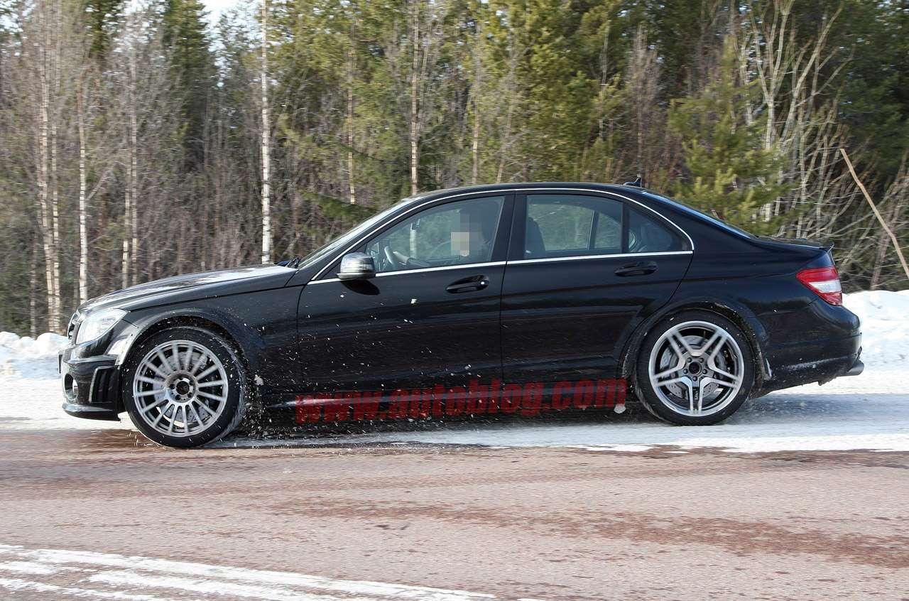 Mercedes C63 Black marzec 2011