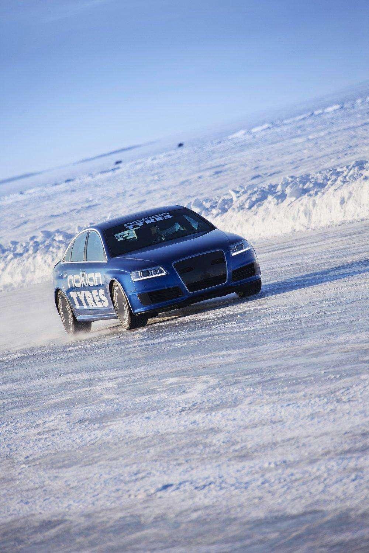 Audi RS6 na lodzie rekord marzec 2011