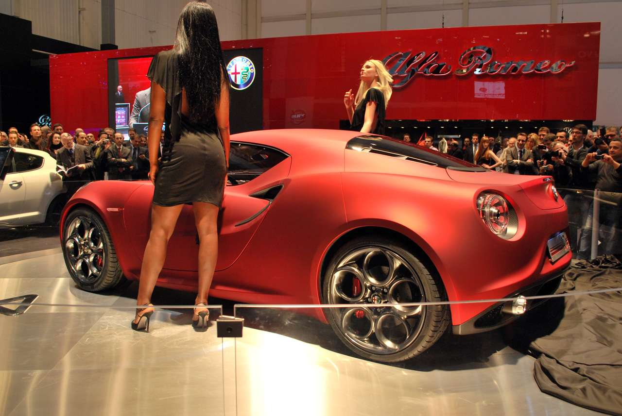 Alfa Romeo 4C nowosc z wloch marzec 2011