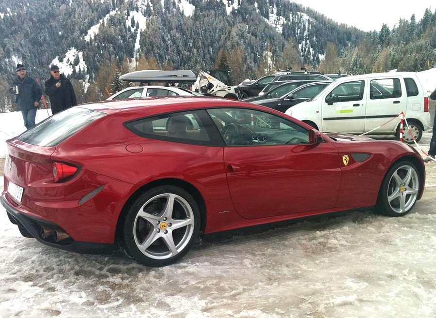 Nowe Ferrari FF na 2350-metrze fot marzec 2011