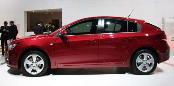 chevy cruze hatchback geneva reveal glo