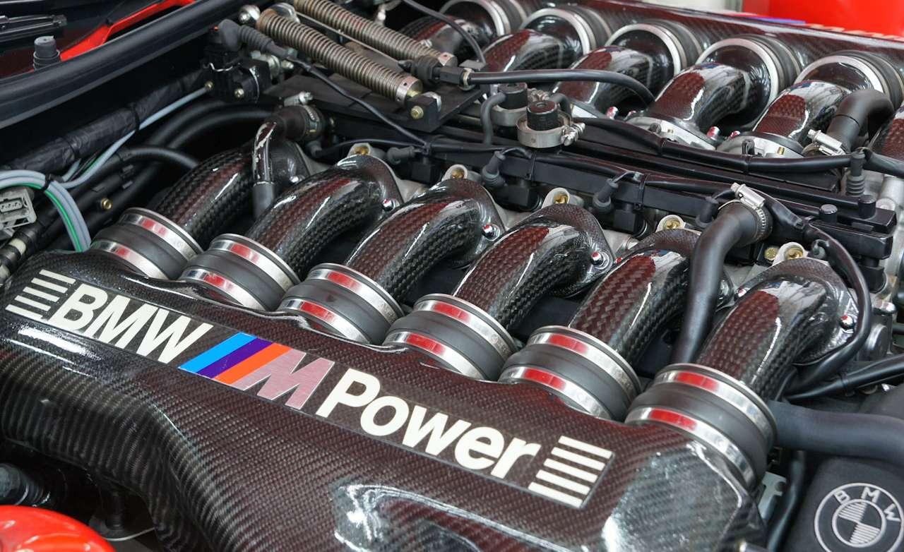 """BMW 8-series """"Der Bolide"""" V-12 engine"""
