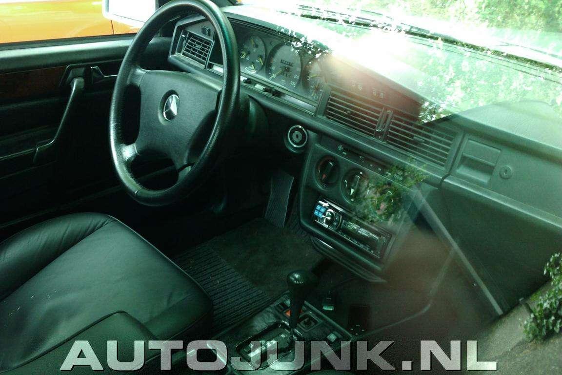 Mercedes 190 hatchback holandia maj 2011