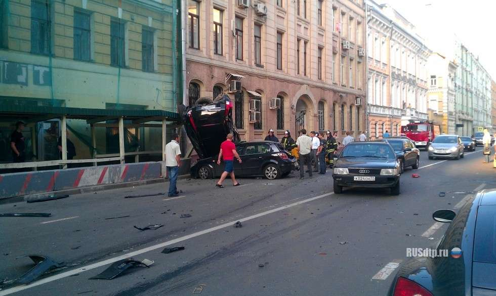 Nissan GTR crash in moscow lipiec 2011