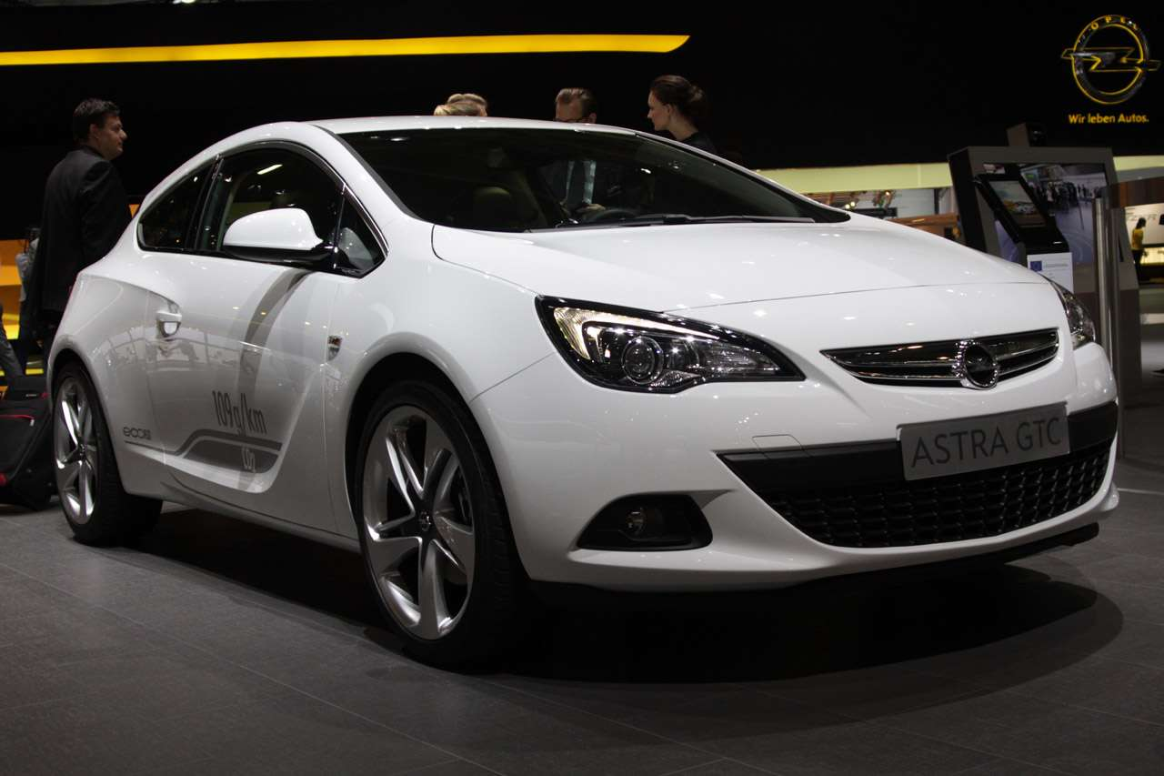 Opel Astra GTC 2012 fot frankfurt wrzesien 2011