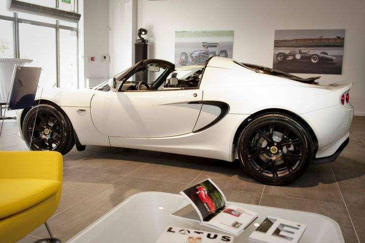 Salon Lotusa Wawa Wrzesien 2011