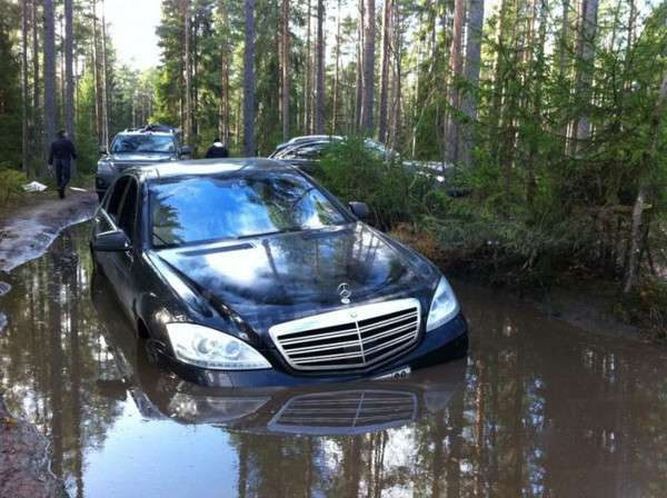 Mercedes S600 w blocie rosja listopad 2011