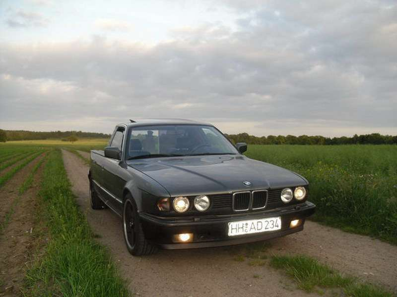 BMW 730i Pickup fot listopad 2011