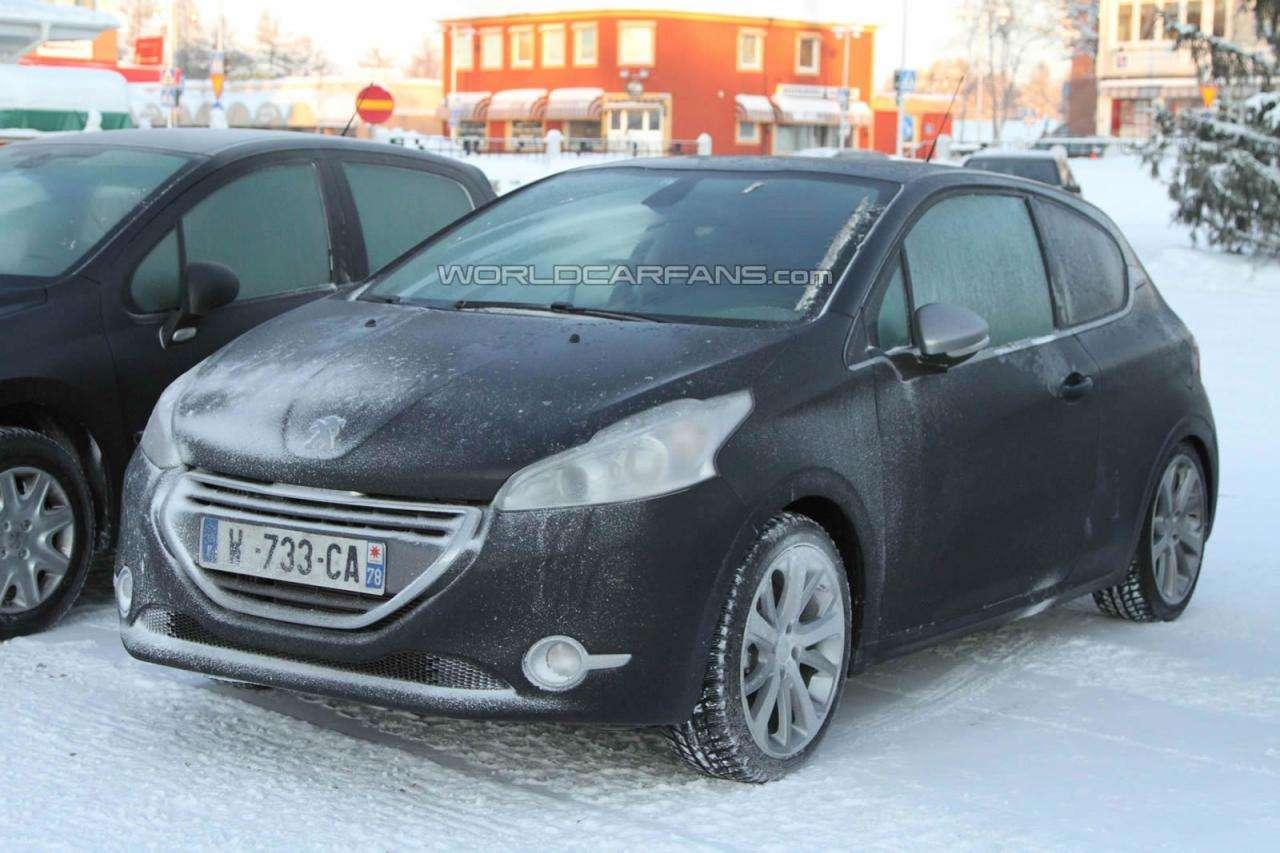 Peugeot 208 GTI fot szpieg styczen 2012