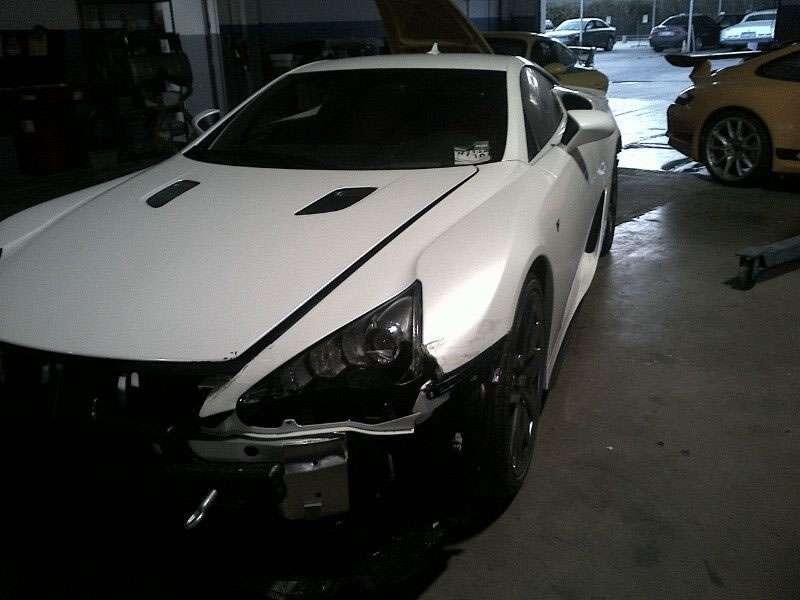 Rozbity Lexus LFA