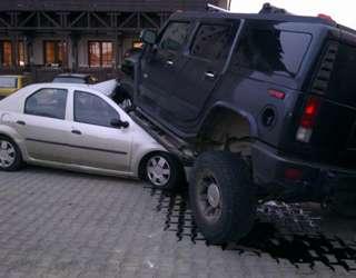 Hummer H2 zaparkowal na dacii logan styczen 2012