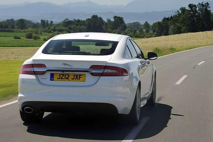 Jaguar XF SE Business i Sport fot styczen 2012