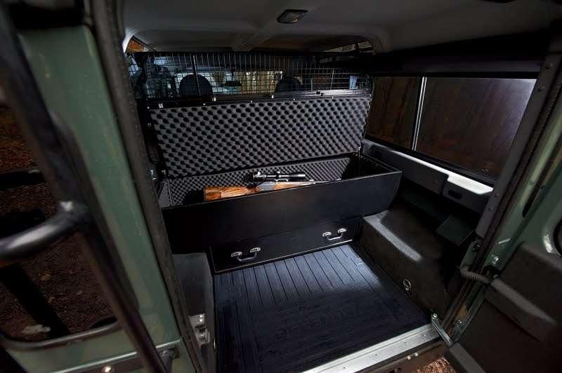 Land Rover Defender special edition fot styczen 2012