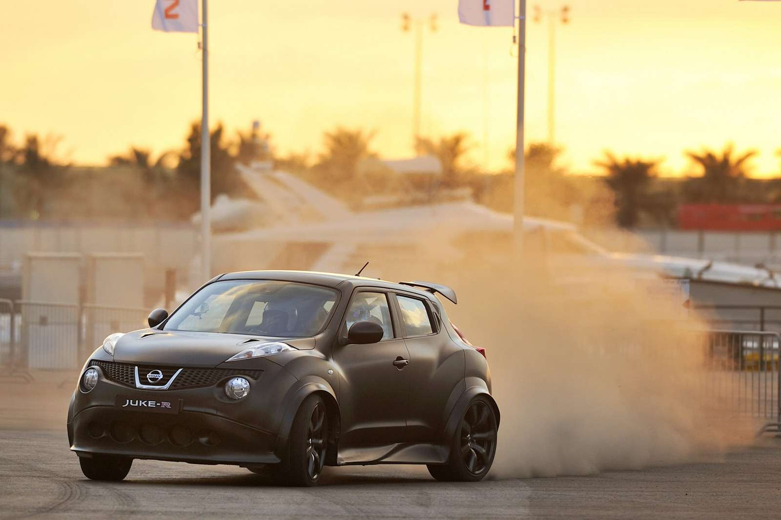 Nissan Juke-R daje wycisk fot styczen 2012