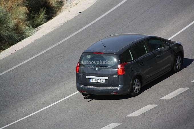 Nowa generacja Peugeota 5008 fot szpieg styczen 2012