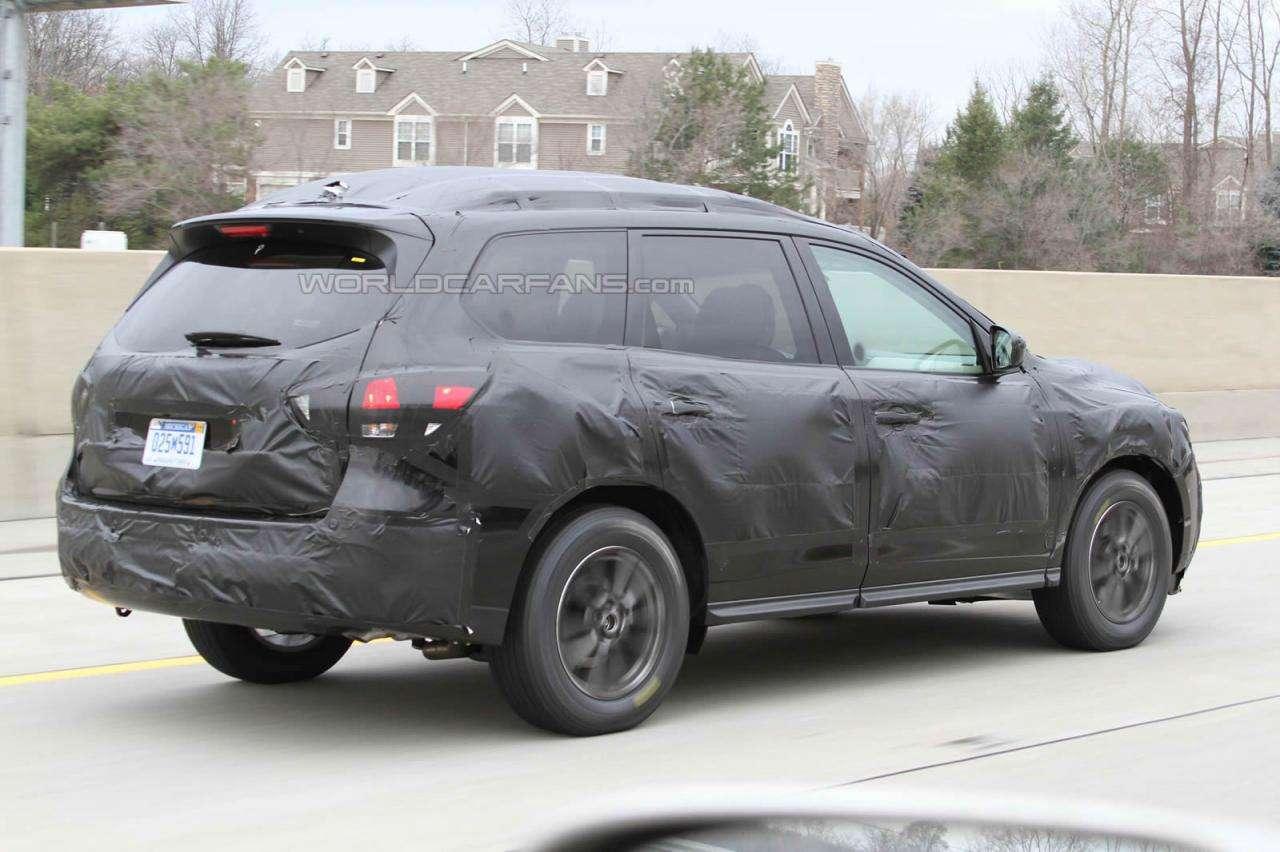 2013 Nissan Pathfinder szpiegowskie