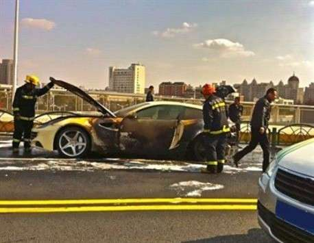 Nowe Ferrari FF fire in China