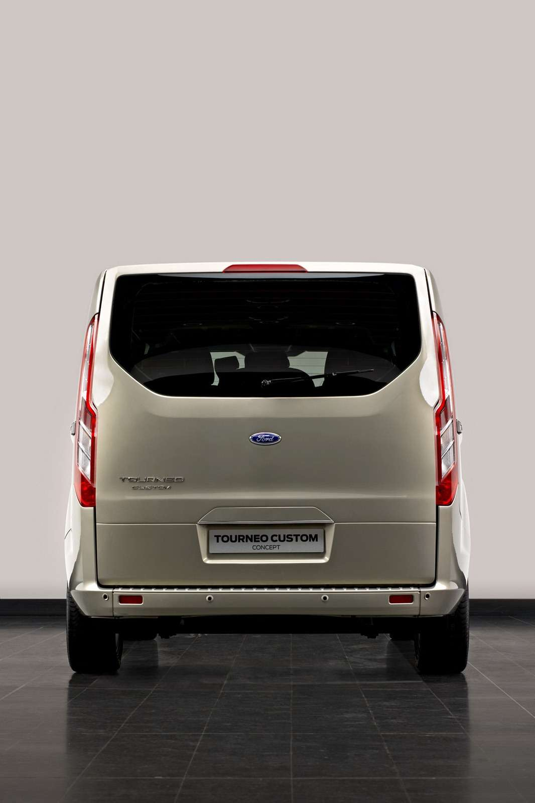 ford tourneo custom concept nowy transit motofilm. Black Bedroom Furniture Sets. Home Design Ideas