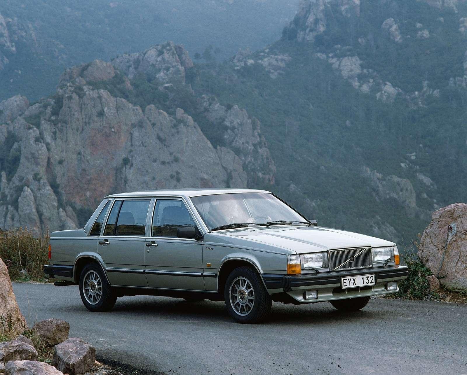 Volvo 760 Celebrates 30th Anniversary