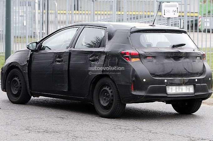 2013 Toyota Auris zdjęcia szpiegowskie