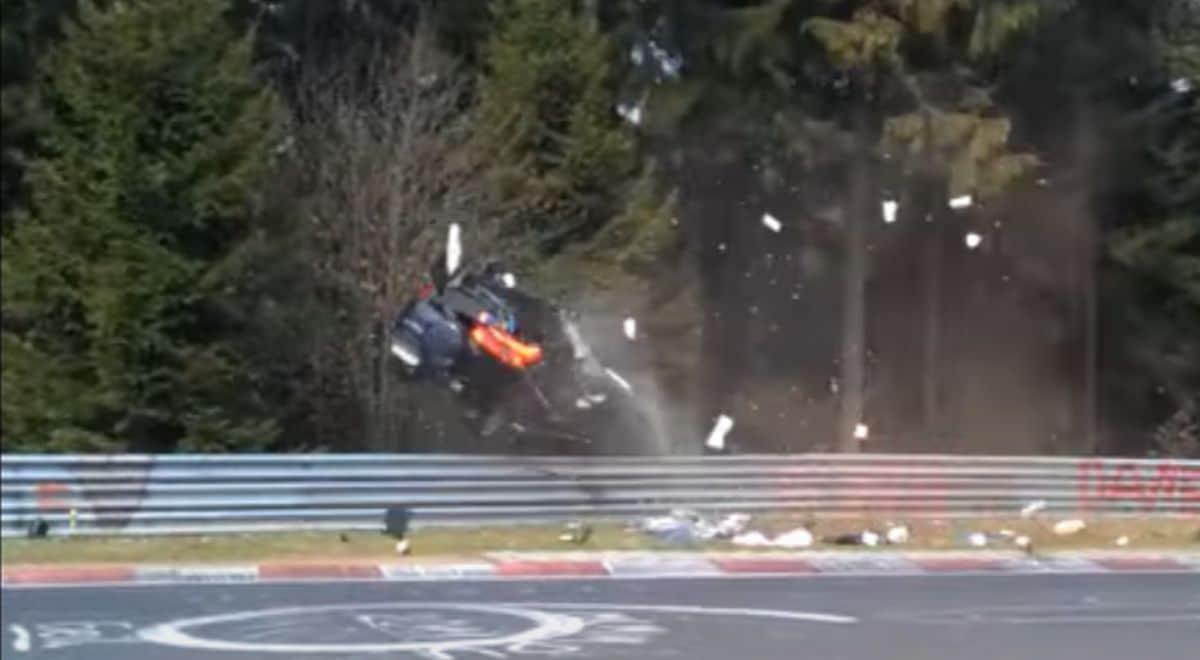 Wypadek SUV-a na torze Nurburgring